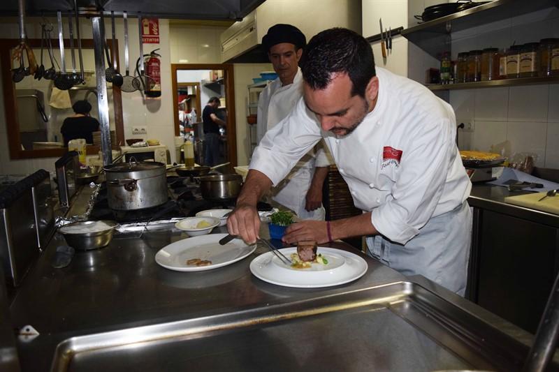 José Duque trae a Huelva sus creaciones gastronómicas como chef ...