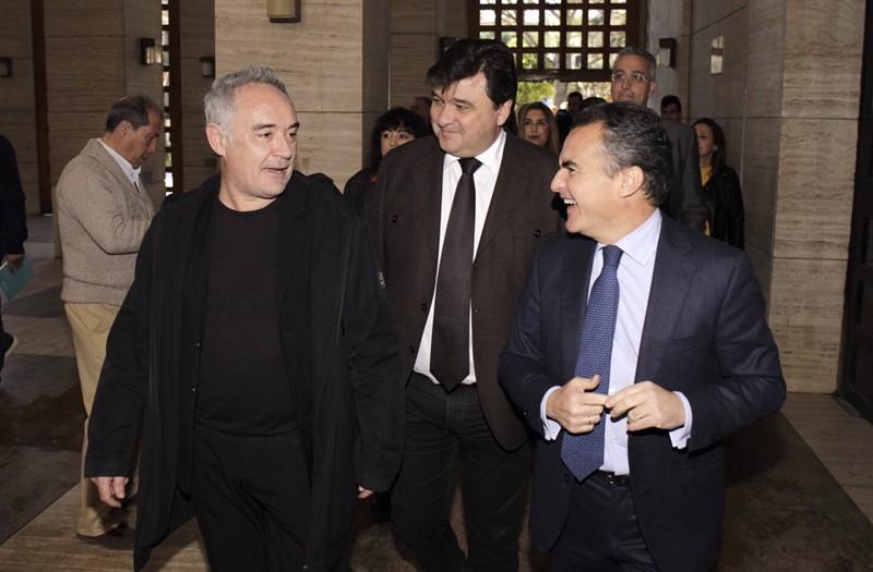 El chef Ferran Adrià muestra ante 800 emprendedores y empresarios ...