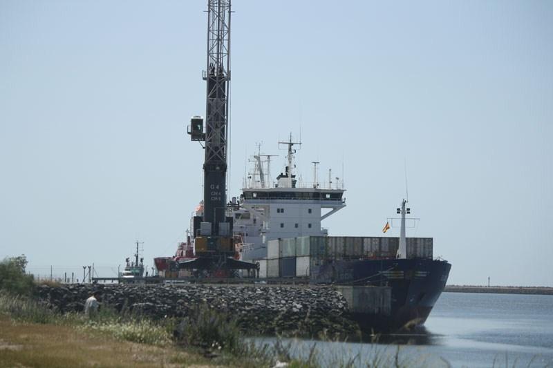 El barco de mercancías procedente de Rotterdam comienza a operar en el  Puerto de Huelva  2229d5ba223